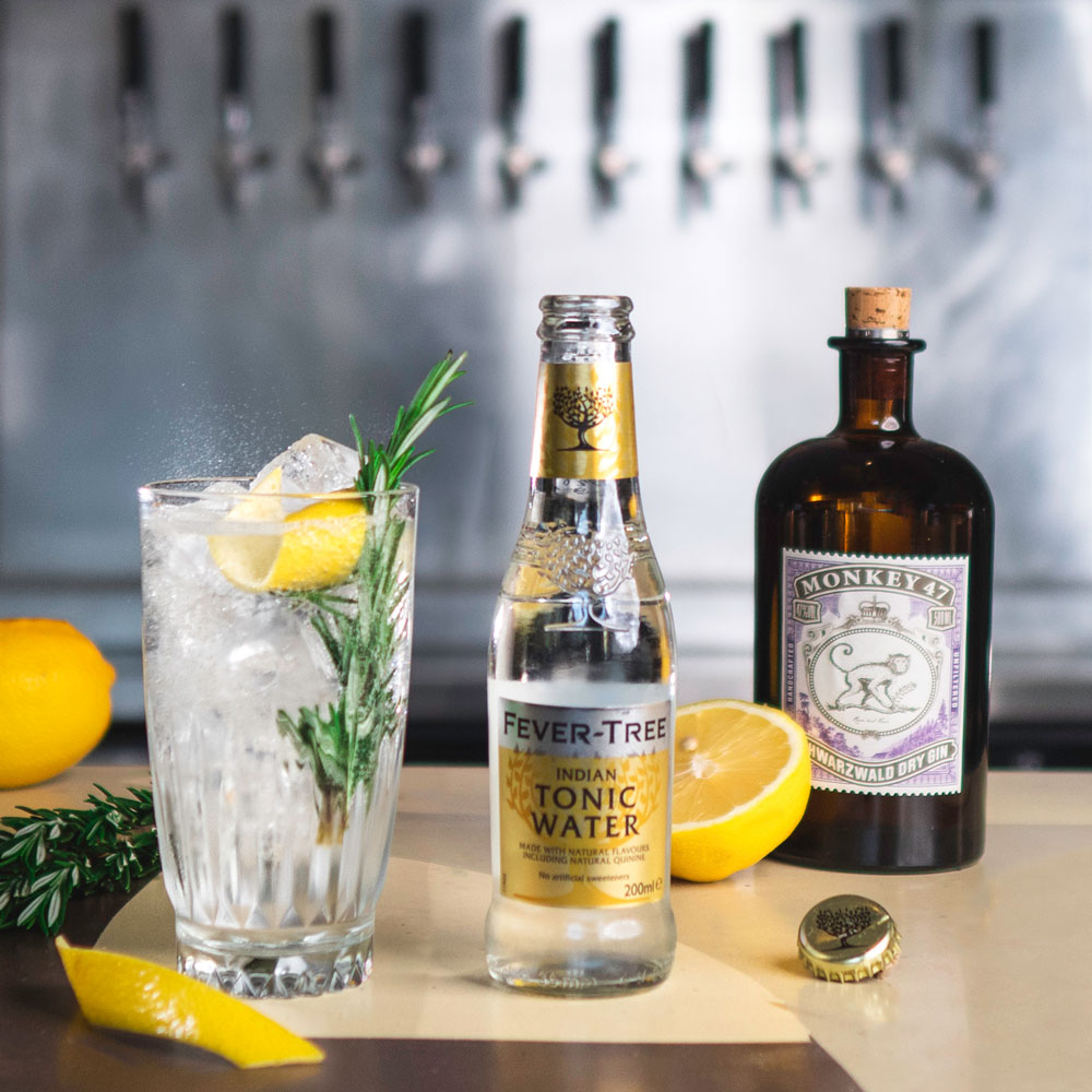 Fever-Tree Indian Tonic - her med Monkey 47 Dry Gin